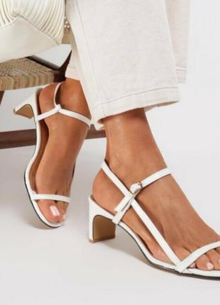 Необычные босоножки сандалии сабо на каблуке