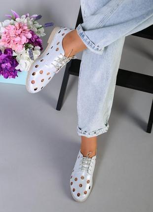 Женские натуральные кожаные туфли с перфорацией