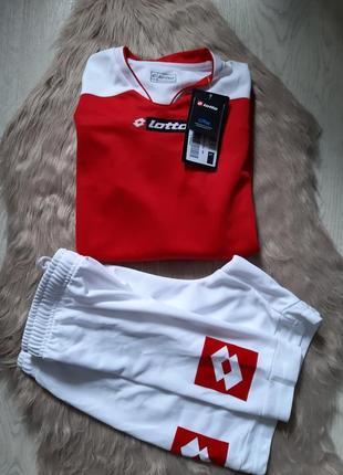 Футбольная форма lotto шорты и реглан футболка с рукавом