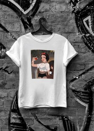 Стильная белая женская футболка с принтом дисней