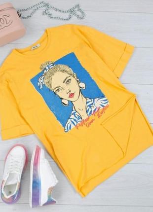 Стильная желтая футболка с рисунком принтом девушка оверсайз