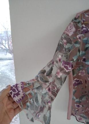 Красивпя блузка блуза вышита гладю по сетке 38 м
