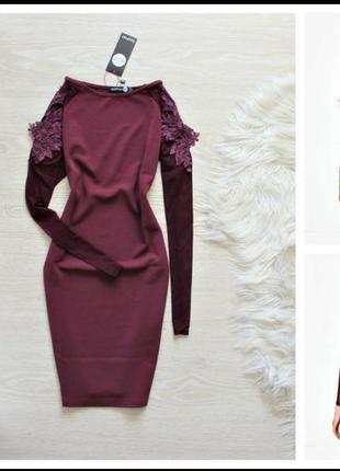 Платье с апликацией  вышивки на плечах boohoo бордовое марсала