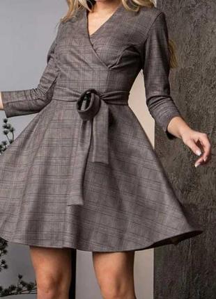 Замшевое короткое женское платье на запах, с четвертным рукавом, с поясом.