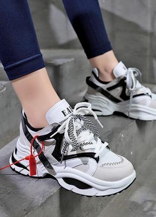 Красивые массивные кроссовки/наложка