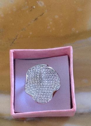 Элегантный дизайн этого кольца понравится вам