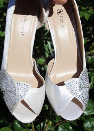 Туфельки 37 размер бело-стального окраса