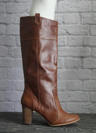 Коричневые сапоги bershka, на устойчивом каблуке