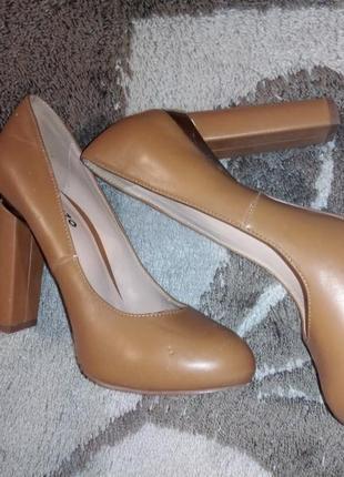 Туфли на среднем каблучке