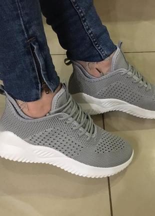 Лёгкие стильные кросовки