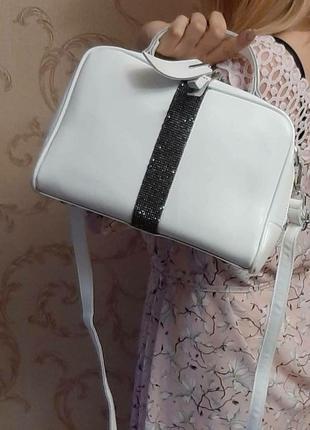 Белая сумочка натуральная кожаная со стразами