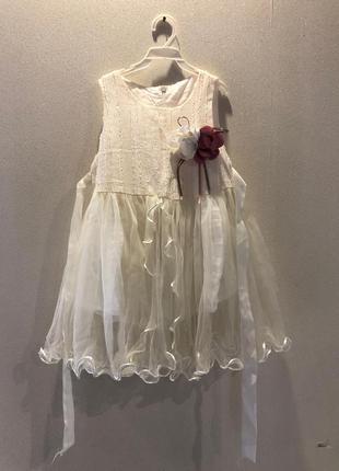 Нарядное молочное платье на 3 года