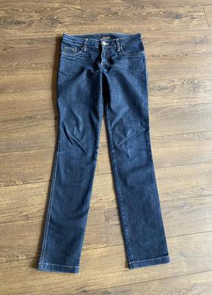 Прямые джинсы средняя посадка темно синего цвета