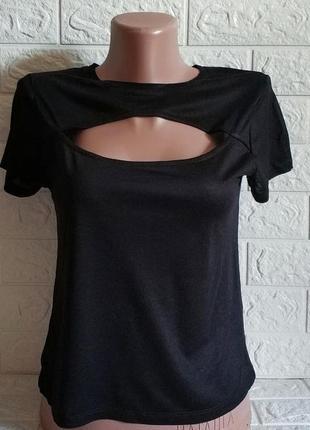 Легкая летняя футболка с вырезом черная