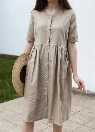 Свободное льняное платье песочного цвета
