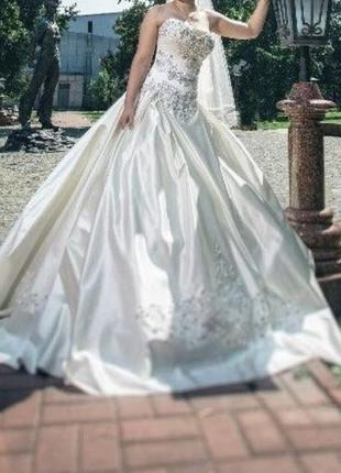 Свадебное платье с вышивкой swarovski