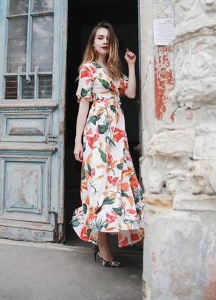 Платье на запах в тропический принт