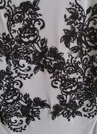 Майка серая с черным узором цветы