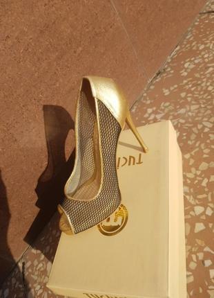 Золотистые туфли, босоножки