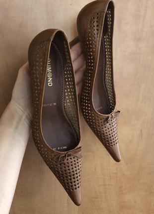 Новые коричневые кожаные лодочки dumond 39 размера {25 см}