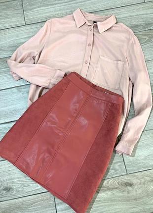 Рожева юбка з еко кожі та замшу, на підкладці. розмір - м