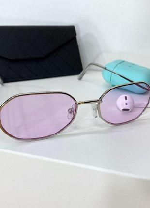 Женские очки в тонкой оправе с тонкими серебряными дужками