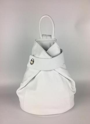 Кожаный модный рюкзак для стильной девушки белый