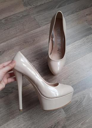 Бежевые идеальные,  лаковые туфли