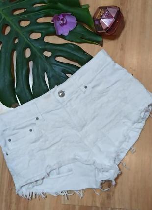 Белые шорты bershka с прошвой