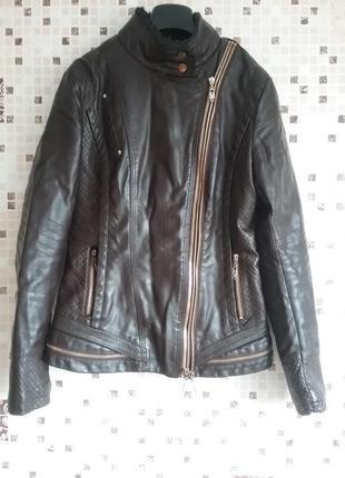 Демисезонная утепленная курточка, размер м