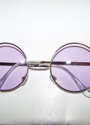 Круглые очки от солнца с тонкой серебристой оправой и дымчатой сиреневой линзой4 фото