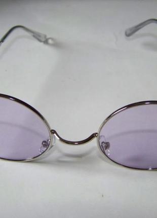 Круглые очки от солнца с тонкой серебристой оправой и дымчатой сиреневой линзой6 фото