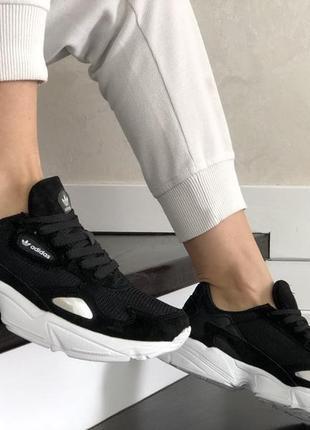 Жіночі чорно білі кроси