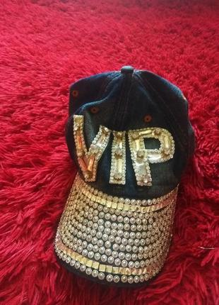 Джинсовая кепка vip
