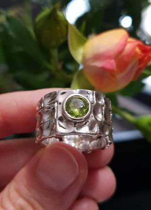 Шикарное кольцо на пальчик 18-19