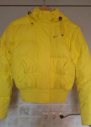 Пуховик nike желтый размер xs