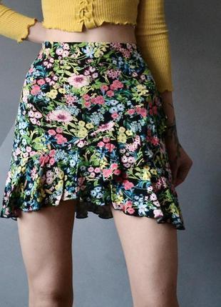 Короткая юбка с оборками в цветочный принт h&m