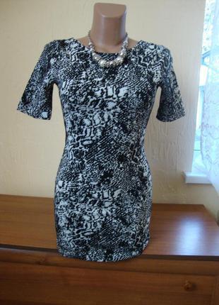 Фактурна міні сукня  із шикарним вирізом на заді