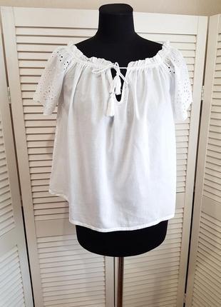 Белая блуза с вышивкой calliope