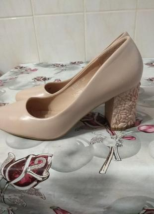 Жіночі туфлі 38 розміру  , стан нових