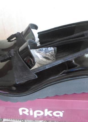 Красивые новые из натурального лака весенне-осенние туфли производство польша,фирма рипка.