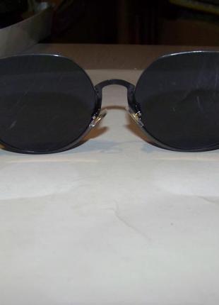 Полуободковые округлые солнцезащитные очки с черной дымчатой линзой4 фото
