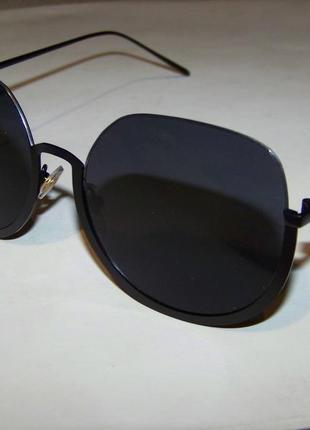 Полуободковые округлые солнцезащитные очки с черной дымчатой линзой3 фото