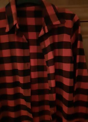 Женская рубашка в клеточку.