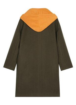 Оригинальное брендовое пальто прямого кроя с капюшоном и спущенным плечом2 фото