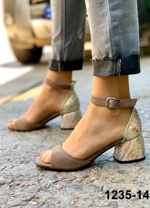 Натуральные замшевые женские босоножки на удобном квадратном каблуке