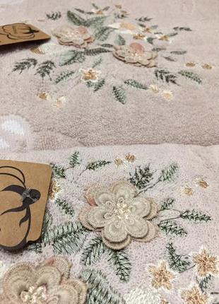 Подарочный набор полотенец для лица и тела. производство пакистан.