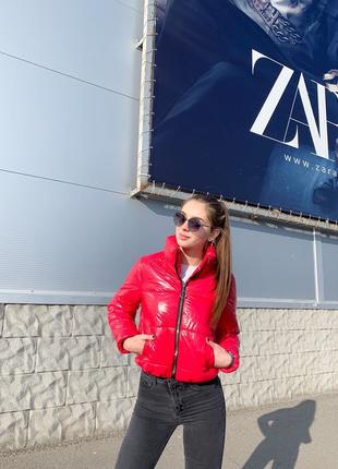 Короткая тёплая лаковая курточка лак силикон 200 коротка тепла куртка сілікон 200