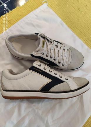 Кросівки ессо 43 р. на стопу 27,5 см.