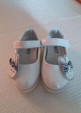 Красивие туфельки на девочку